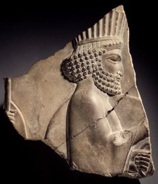 L'immagine rappresenta un bassorilevo di Ciro il Grande