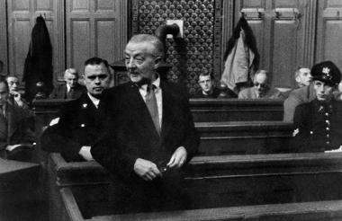 L'immagine riporta un momento del processo di Han van Meegeren