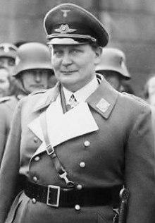 L'immagine è la fotografia del gerarca nazista Hermann Goering