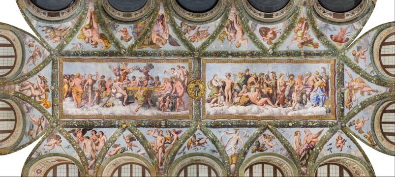 L'immagina raffigura il soffitto della loggia di Amore e Psiche a Villa Farnesina