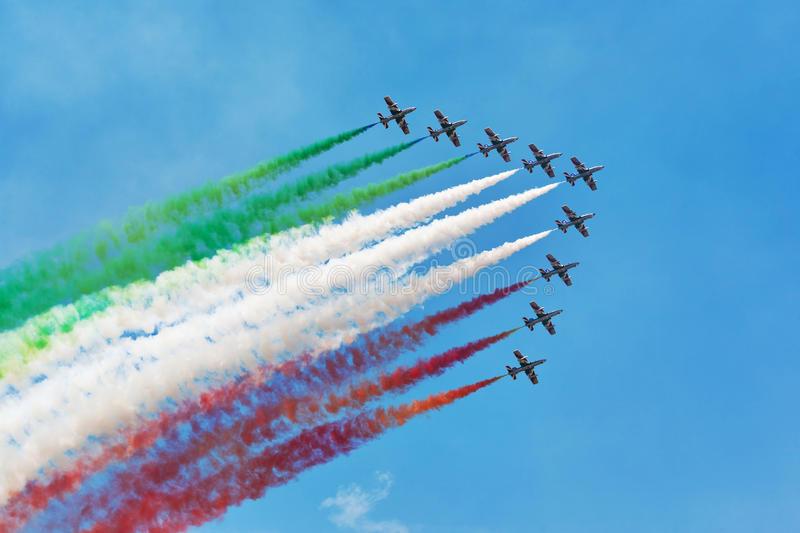 L'immagine rappresenta le frecce tricolori