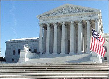 L'immagina raffigura la Corte Suprema degli Stati Uniti d'America a Washington DC