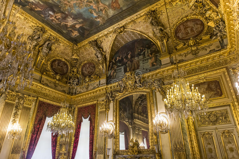 L'immagina raffigura gli interni del palazzo del Louvre