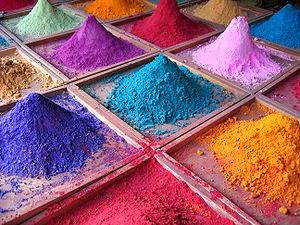 L'immagine raffigura diversi pigmenti colorati